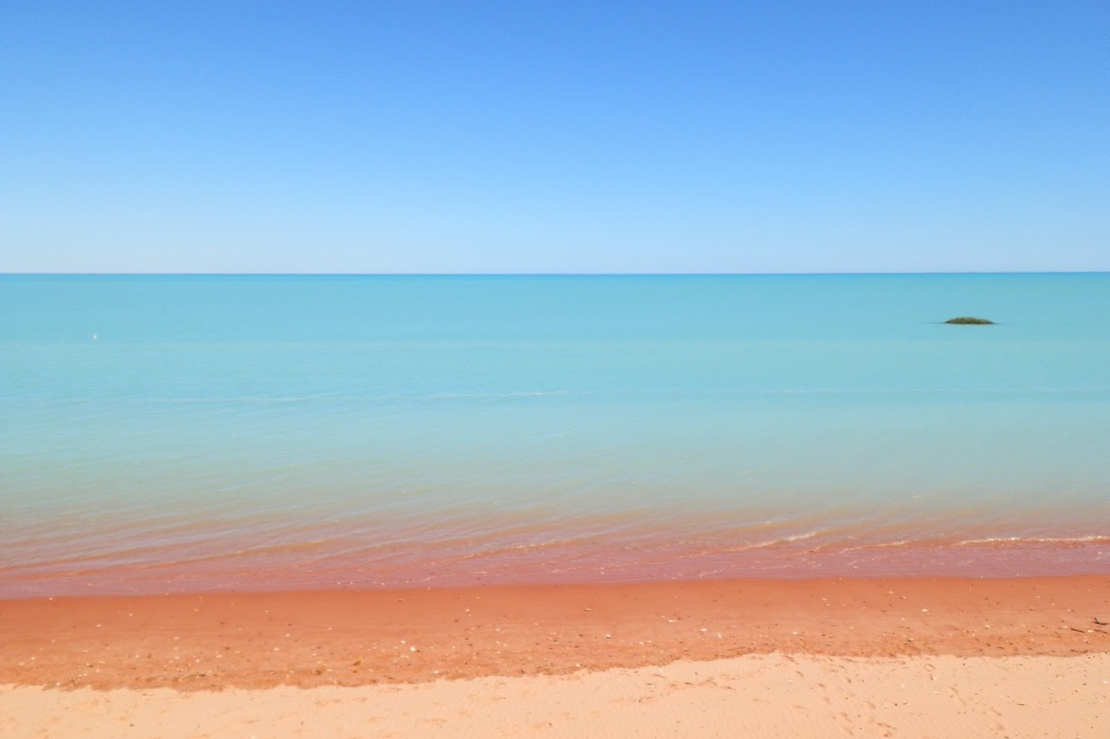 Broome_High_Tide_Azure_Water_to_Pindan