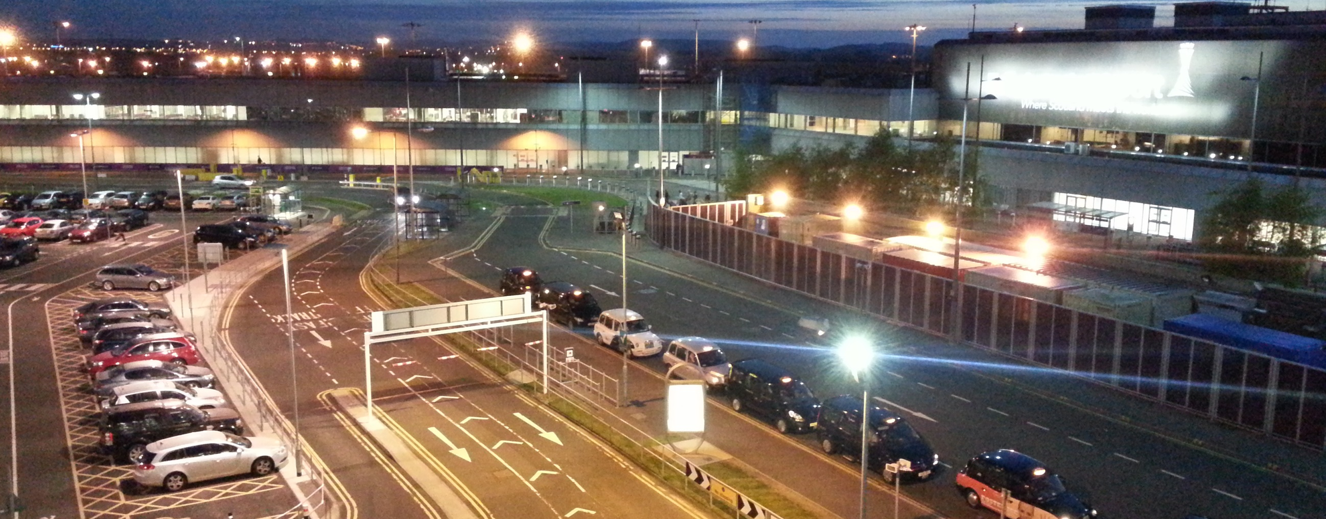 Edinburgh_Airport_-_Taxi_rank